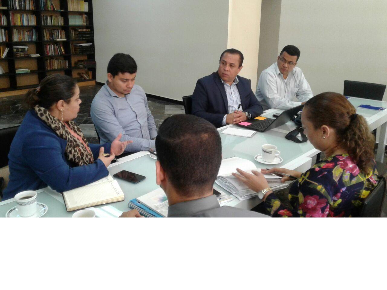 Fiscales de Delitos Contra la Vida se reúnen con periodistas para informar sobre casos judicializados en el gremio.